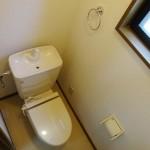 換気に便利な窓付きトイレ