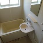 バスルーム換気に最適な窓が御座います。