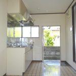 採光と換気に便利な小窓付き(キッチン)