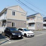 1棟4世帯の建物が3棟並んでおります。(外観)