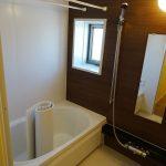 広いバスルーム、浴室乾燥暖房付き