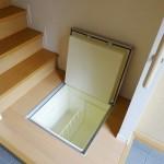 玄関の床下収納(玄関)