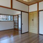 南側洋室、襖を開けて部屋を繋げて利用できます。