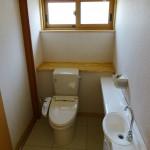 手洗い付きの広いトイレ